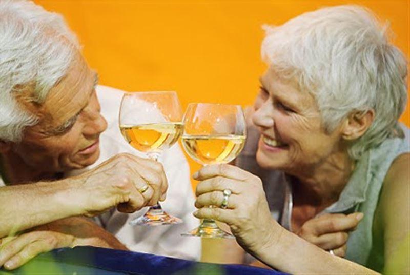 Учёные выявили влияние вина на умственные способности пожилых людей