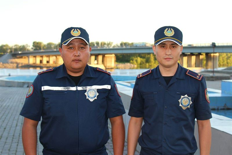 Очевидцы уговаривали мужчину не прыгать в реку в Усть-Каменогорске