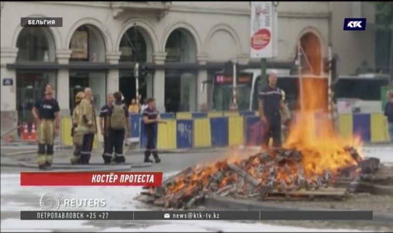 Недовольные зарплатой бельгийские пожарные жгут на улицах костры