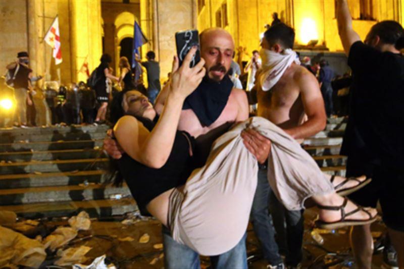В результате протестов в Грузии пострадали 240 человек