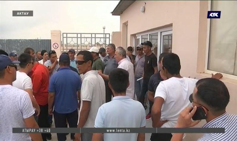 Руководство завода в Актау скрывается от работников