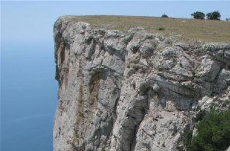 150 метр биіктіктен құлаған жүргізуші аман қалған