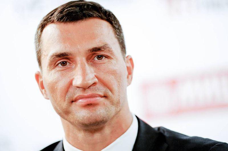 Владимир Кличконы Жерорта теңізінде отқа оранған қайықтан құтқарып қалды