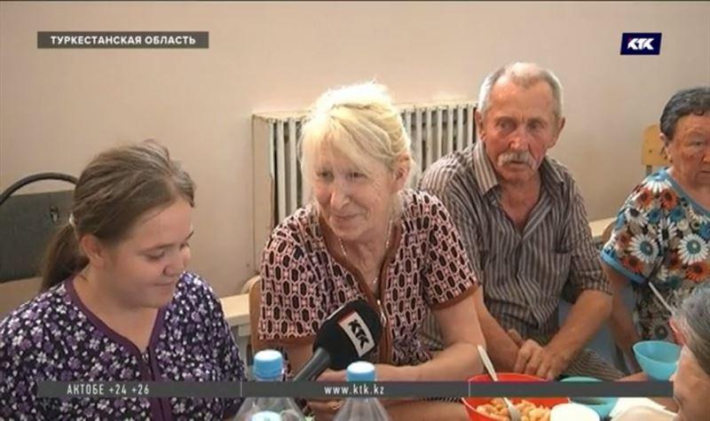 «Закормили»: эвакуированные жители Арыси рассказали, как живут во временных пунктах