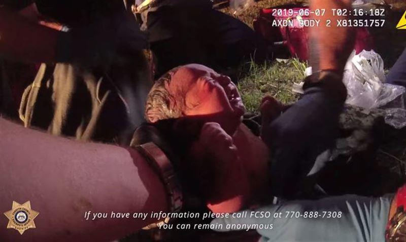 ШОК: Полиция нашла новорожденного ребенка в лесу