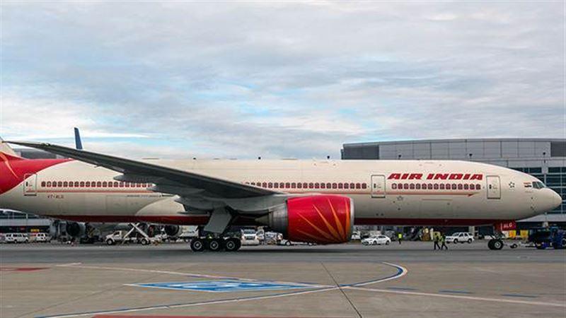 Пассажирский самолет совершил экстренную посадку из-за сообщения о бомбе
