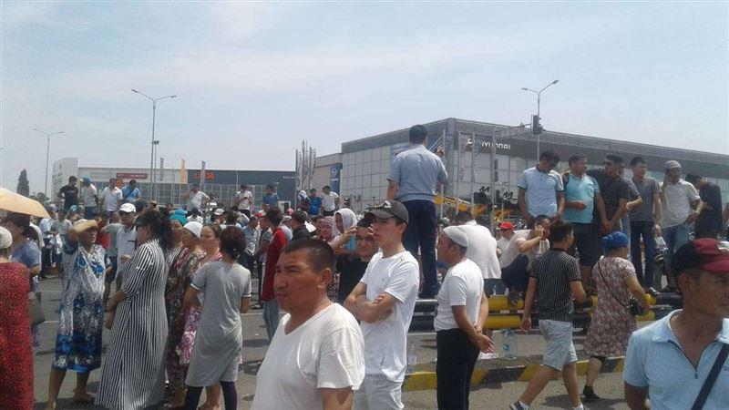Эвакуированные жители Арыси устроили митинг в Шымкенте