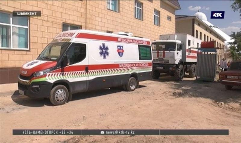 Передвижной медицинский пункт оказывает помощь пострадавшим жителям Арыси