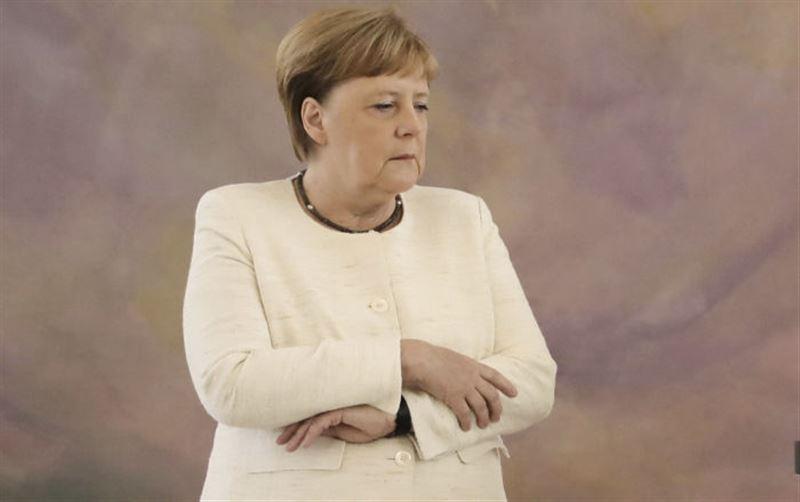 Канцлера Германии Ангелу Меркель снова трясло на официальной встрече