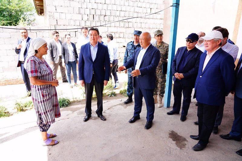 Премьер-Министр Арыс тұрғындарымен кездесіп, тұрғын үйлерді аралап көрді