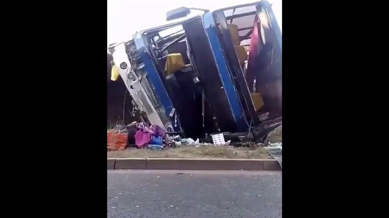 Пассажирский автобус рухнул с моста в Алматы