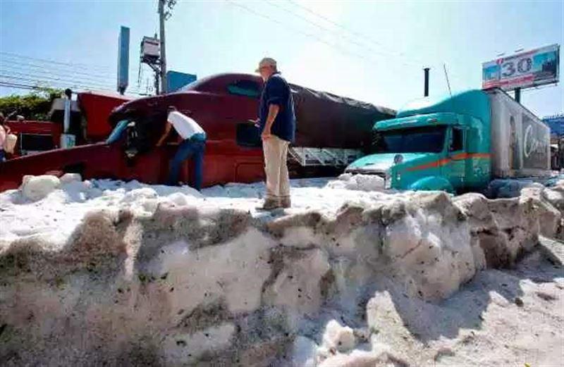 Сильный град обрушился на Мексику