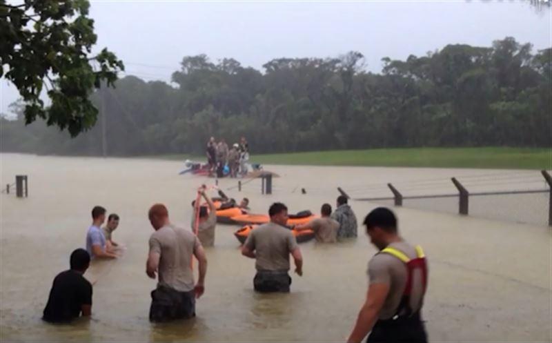 Жителей японских городов эвакуируют из-за проливных дождей