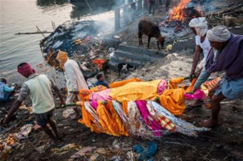 Мужчина «ожил» на собственных похоронах в Индии