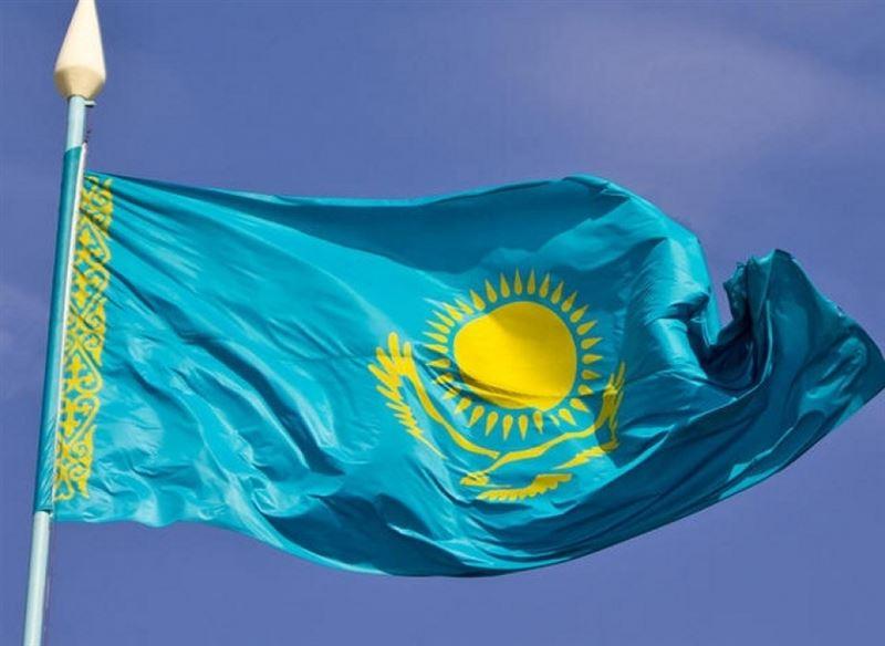 Президент Казахстана поднял флаг страны