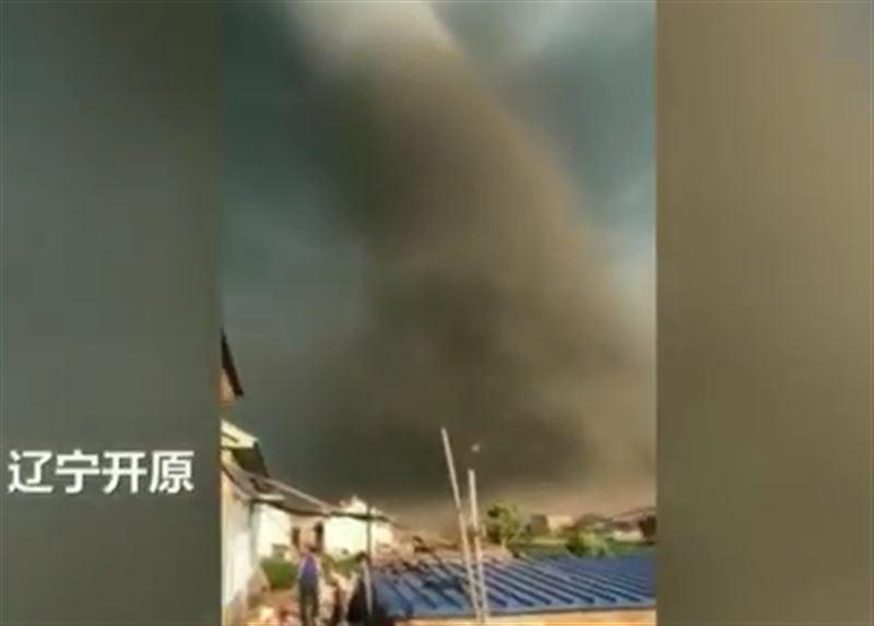 Торнадо стал причиной гибели 6 человек в Китае