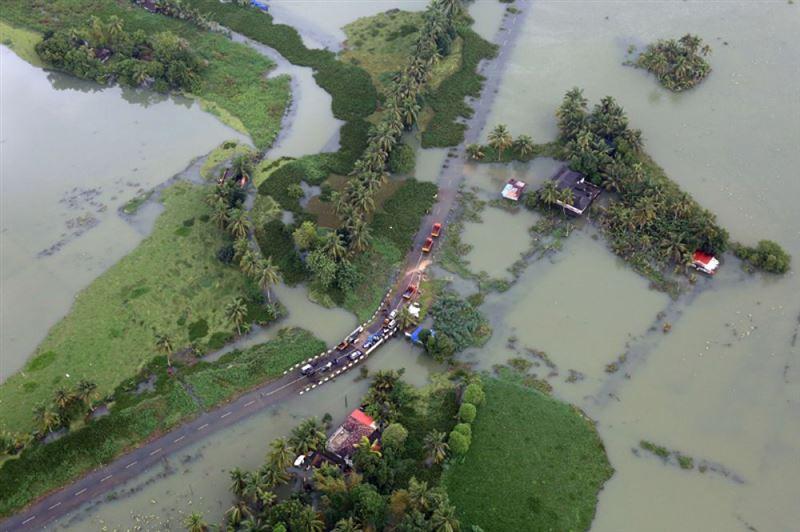 В Индии около 13 тысяч человек оказалось в зоне наводнения