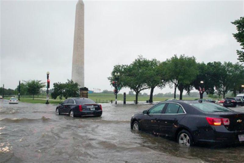 Белый дом и метро оказались затоплены из-за ливня