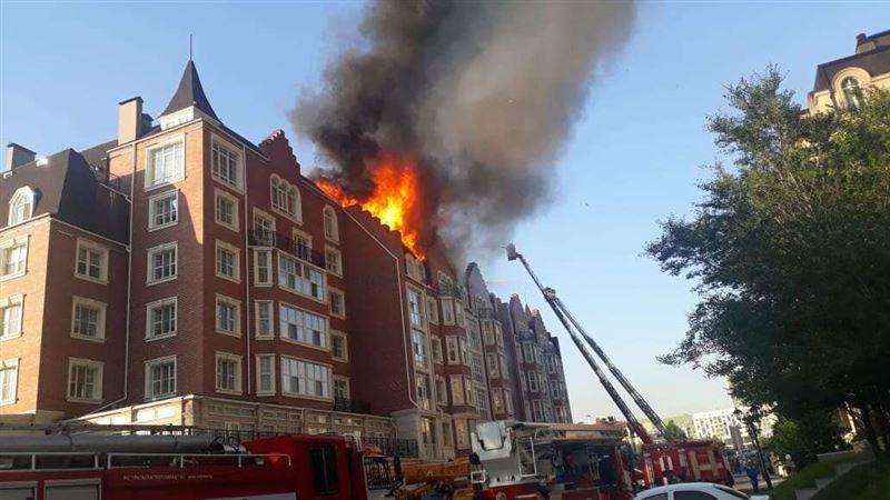 В Нур-Султане горел шестиэтажный жилой комплекс «Британский квартал»