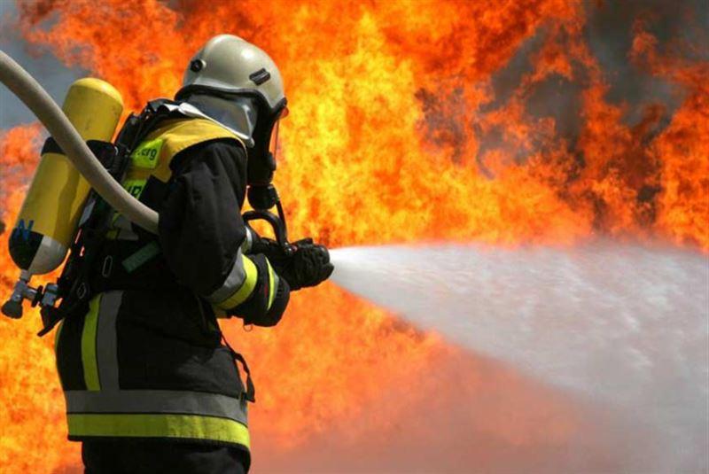 Пенсионер и 10-летний мальчик стали жертвами пожара в Павлодаре