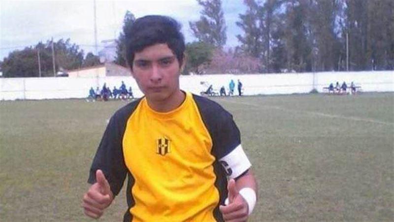 17-летний вратарь скончался, отбив пенальти