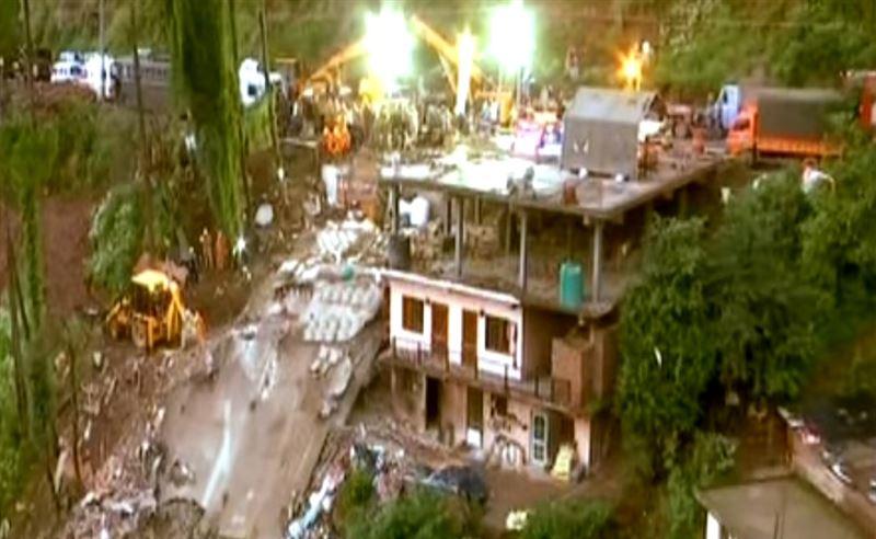 13 человек погибли в результате обрушения здания в Индии