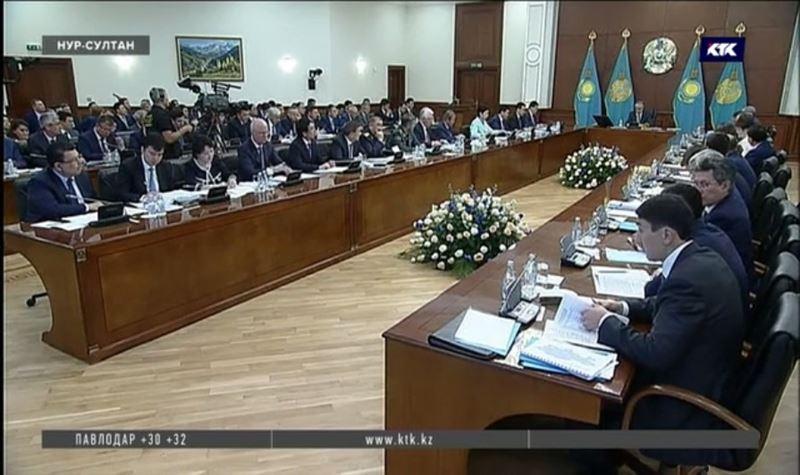 Президент раскритиковал проект ЛРТ и княжеские замашки акимов