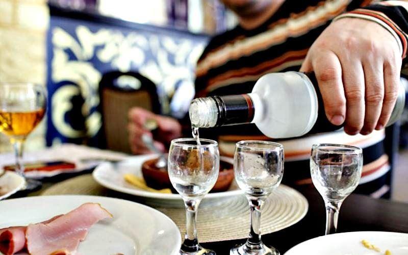 Павлодар облысында шенеунік қоластындағылармен бірге ішімдік ішкен