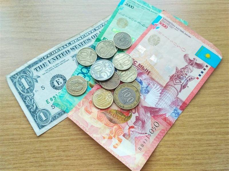 Средневзвешенный курс доллара составил 384,4 тенге