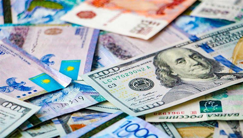 Средневзвешенный курс доллара составил 384,37 тенге