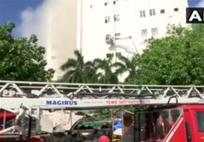 Порядка 70 человек оказались заблокированы из-за пожара в здании
