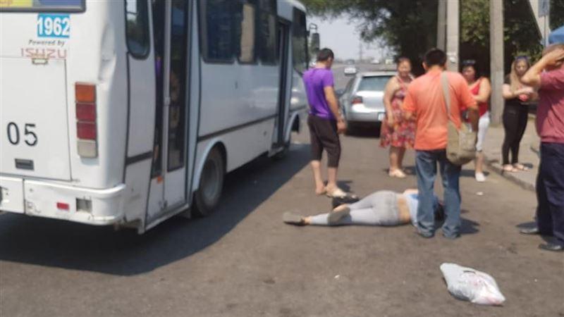 Пассажирка выпала из автобуса в Алматы