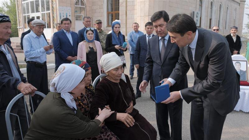 Семью погибшего егеря наградили от имени президента