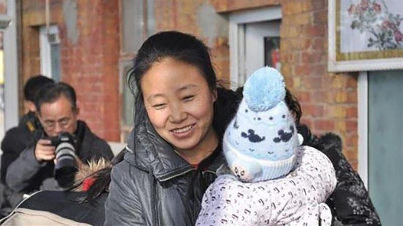 В Китае осудили женщину, усыновившую 118 детей