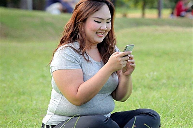 Активное пользование смартфоном может стать причиной ожирения