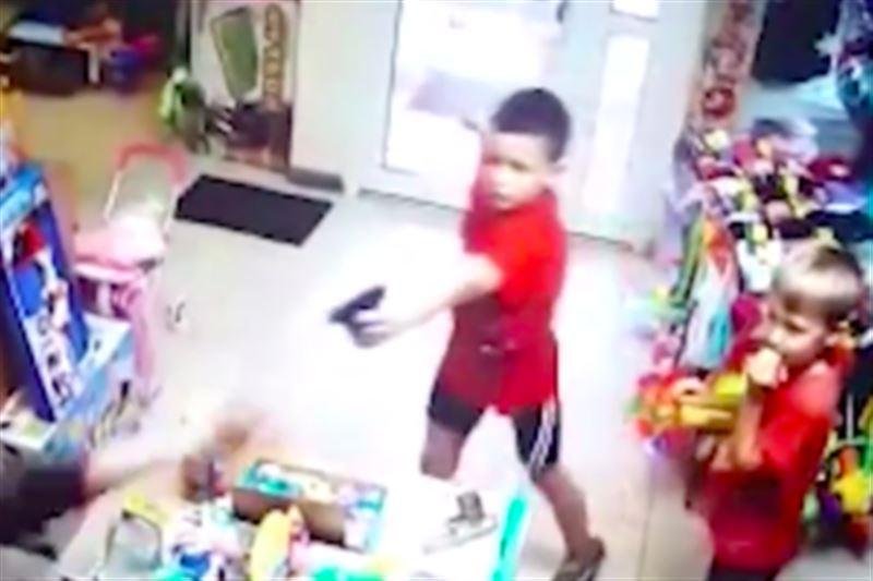 В России второклассники с пистолетами пытались ограбить магазин