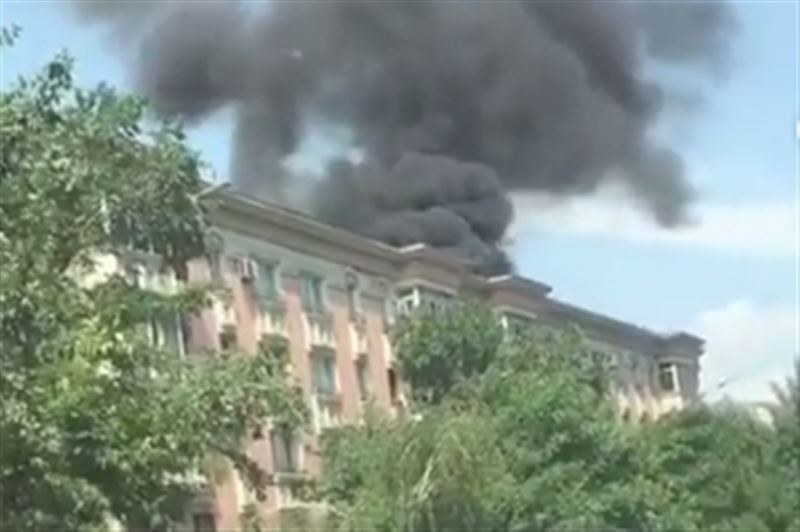 ДЧС назвал причины пожара на проспекте Назарбаева в Алматы