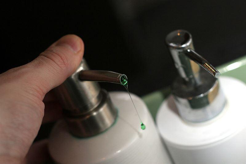 Во Франции клиентке элитного ресторана подали вместо сока моющее средство