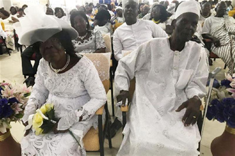 В Гане 96-летний мужчина женился на 93-летней женщине