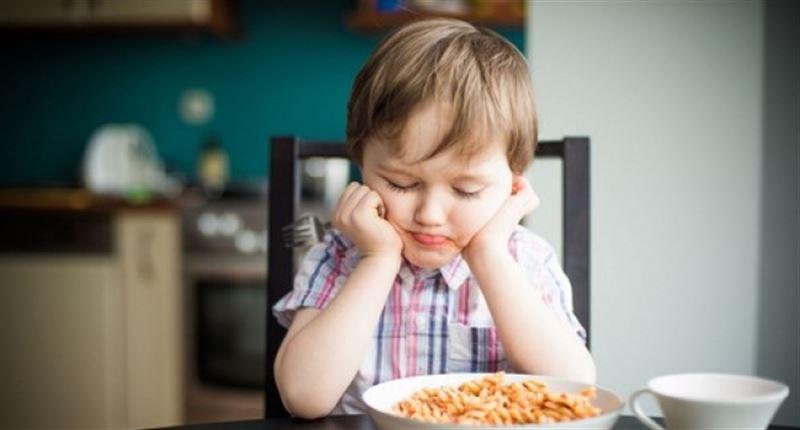 Диетологи рассказали, почему нельзя заставлять детей доедать до конца