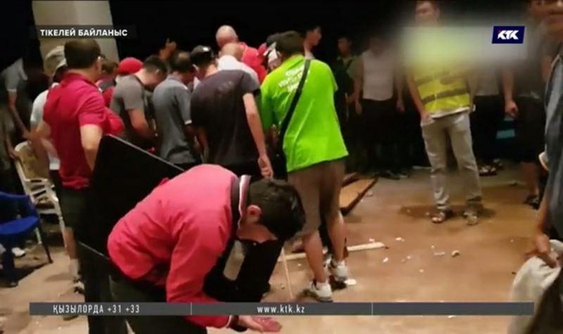 Алмазбек Атамбаевты қорғау үшін жақтастары Қой-Таштағы үйіне топтасты