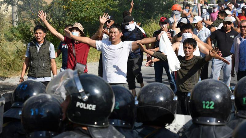 В Бишкеке задержали около 40 сторонников Атамбаева