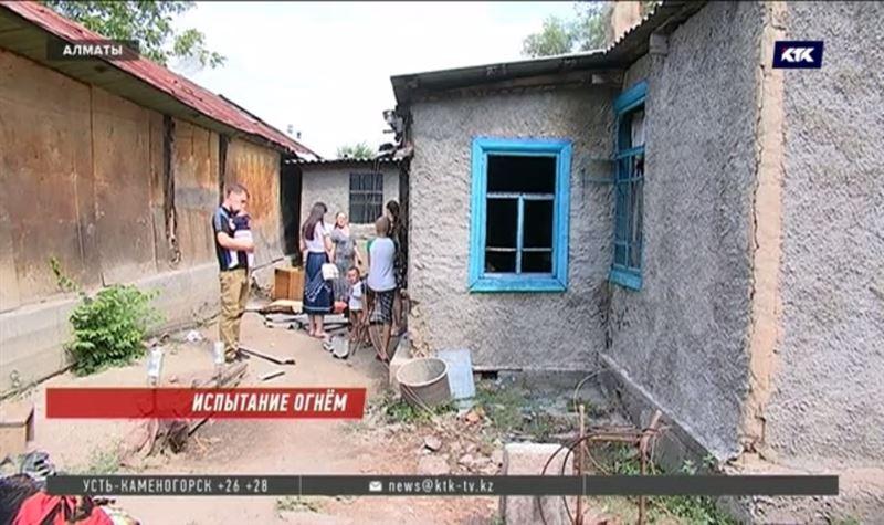 Хозяева сгоревшей времянки требуют от многодетных съёмщиков восстановить жильё