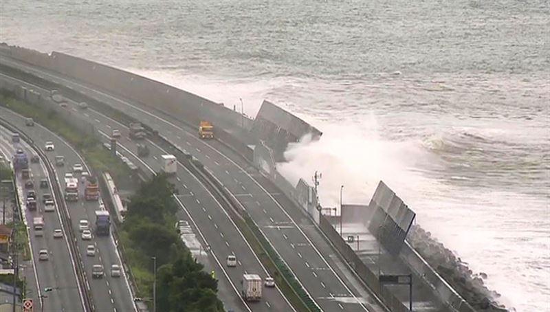 Число жертв супертайфуна «Лекима» растет