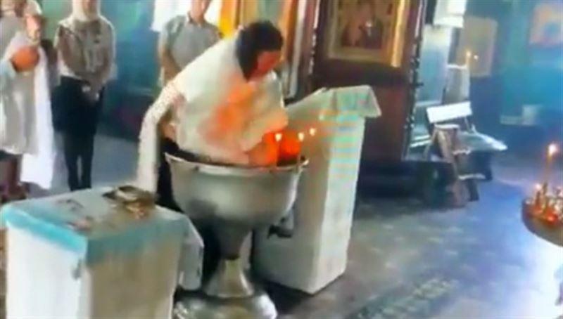 За «грубое» крещение гатчинского священника лишили рясы и креста