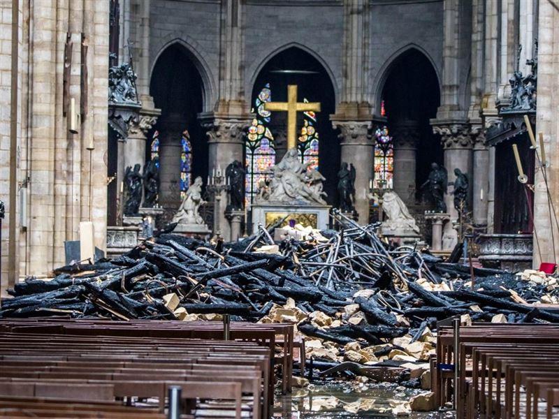 Встолице Франции прервали реконструкцию Собора Парижской Богоматери