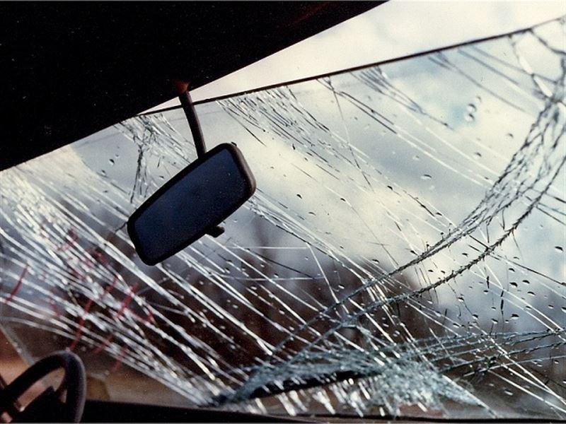 Павлодар облысында жол апатынан ер адам қаза тауып, үшеуі зардап шекті