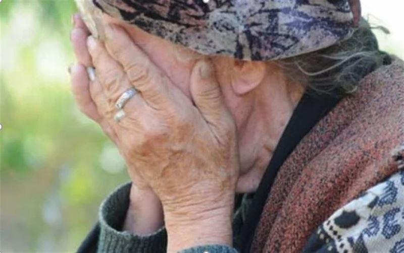 Павлодарда қызы туған анасын соққыға жықты