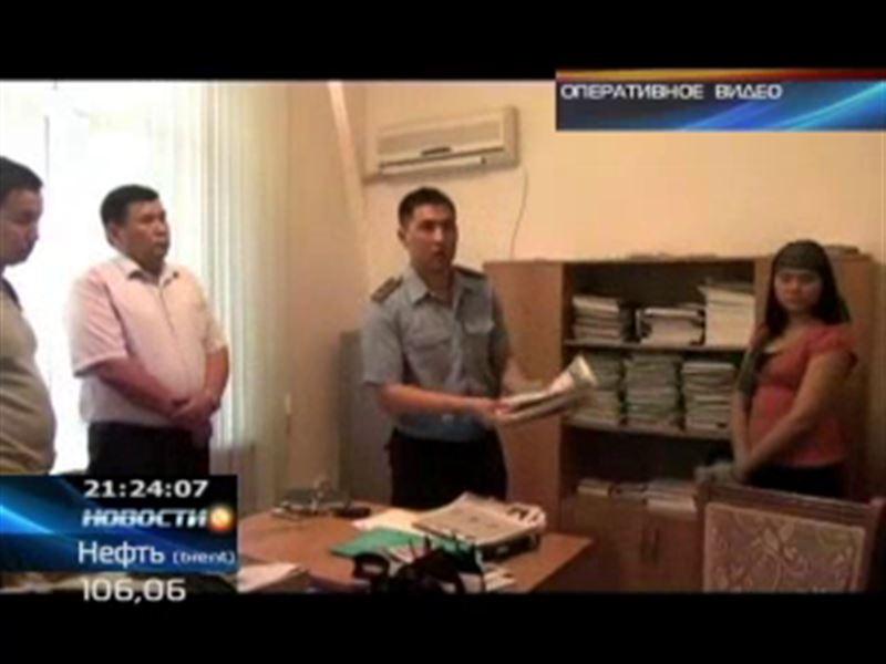 В ЮКО задержали районного акима, вымогавшего деньги у предпринимателя