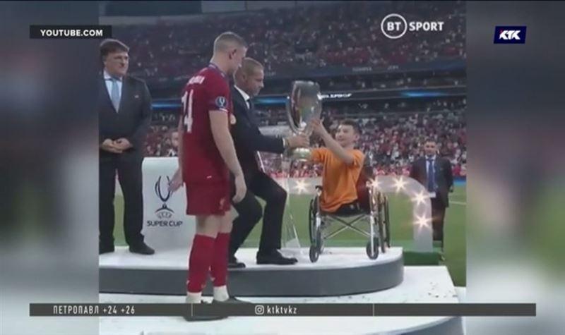 Қазақстандық «Ник Вуйчич» атанған Әли Тұрғанбеков «Ливерпульге» УЕФА суперкубогын табыстады